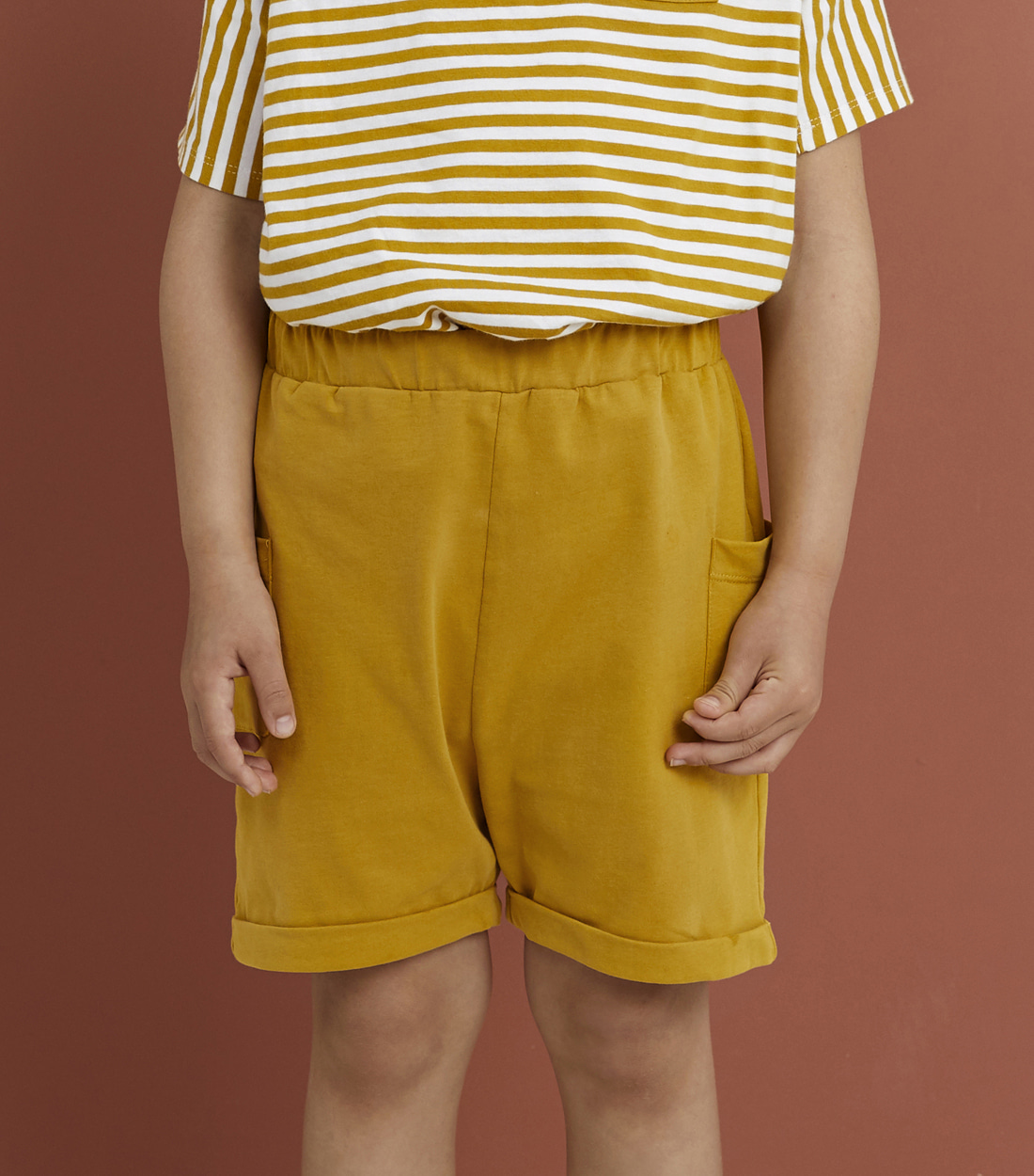 그레이라벨 RELAXED POCKET SHORTS / MUSTARD